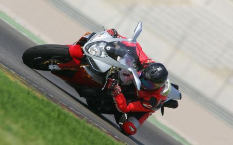 摩托车赛车急转弯