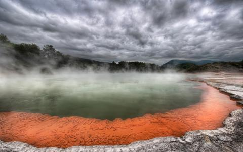 温泉在火山附近