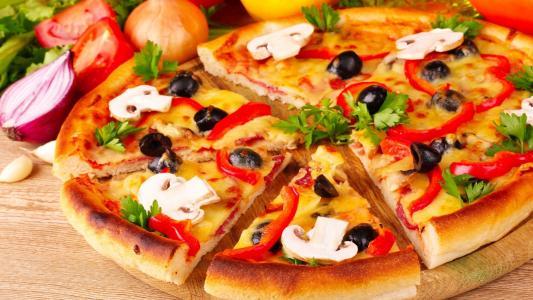 蘑菇和胡椒比萨