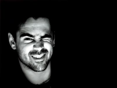 科林·法雷尔在黑暗的色调