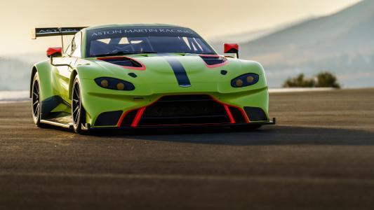 绿色跑车阿斯顿马丁Vantage GTE,2018年