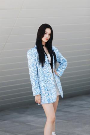 徐艺洋气质优雅魅力时尚写真