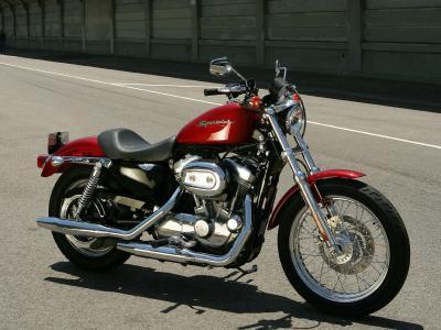 美丽的摩托车哈雷戴维森XL 883R跑车跑车