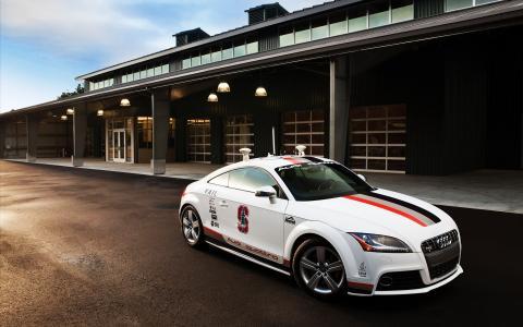 白色奥迪Quattro TTS派克峰