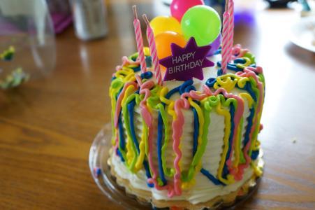有趣的彩色生日蛋糕