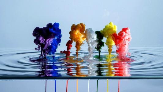 飞溅的彩色涂料