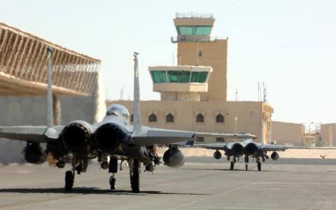 F-15鹰在军事基地