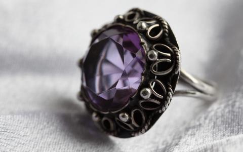 用石头戒指