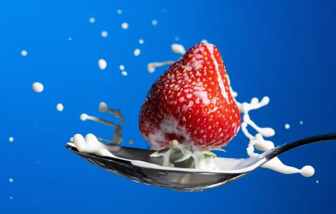 当草莓遇上牛奶