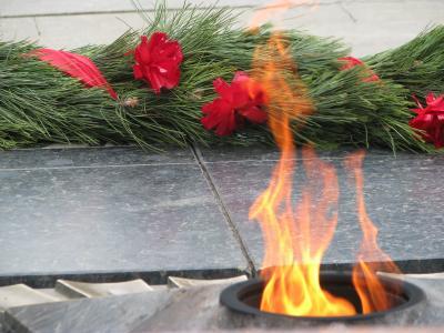 5月9日胜利日的花圈和永恒的火焰