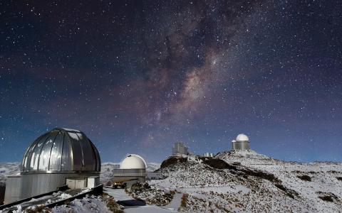 天文台在山上学习星星