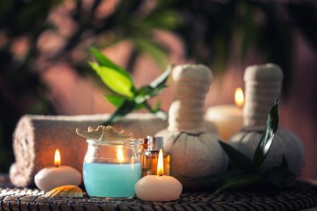香水蜡烛与油治疗水疗