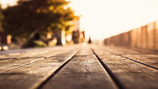 走道上的木地板