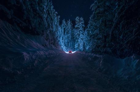 晚上冬季道路