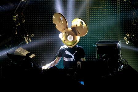 时尚的加拿大DJ Deadmau5