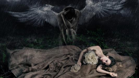 在女孩的黑色天使