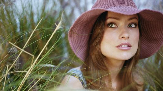 一顶粉红色的帽子的女孩奥利维亚·维德利