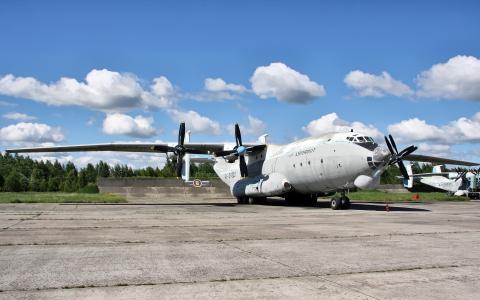 飞机AN-22