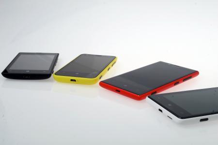 诺基亚Lumia 820和诺基亚Lumia 720
