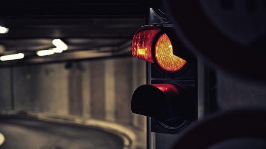 黄色的交通灯