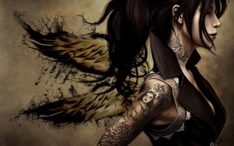 天使女孩与她的手臂上的纹身