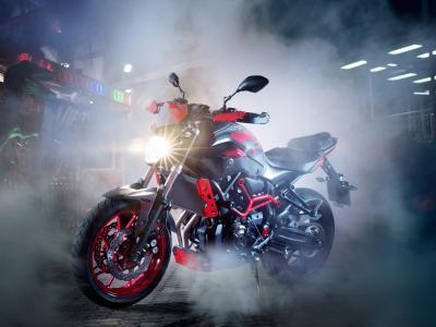 摩托车雅马哈MT-07与包括头灯