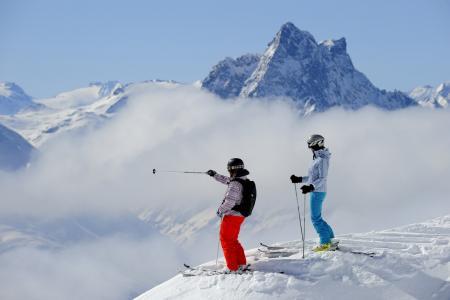 滑雪者在圣安东,奥地利滑雪胜地