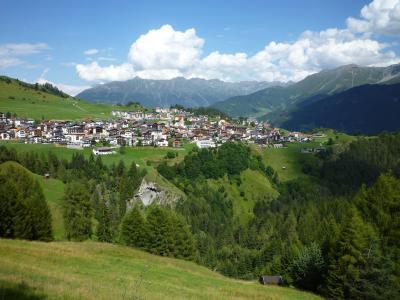 夏天全景在滑雪胜地Serfaus,奥地利