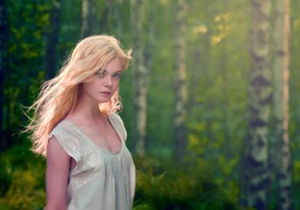 玲珑美丽的女孩,女演员埃尔·范宁