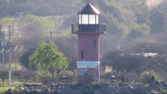 在海滩上的老灯塔