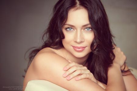 迷人的女演员Nastasya Samburskaya