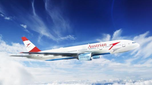 巴西航空工业公司195天空背景上的奥地利航空公司