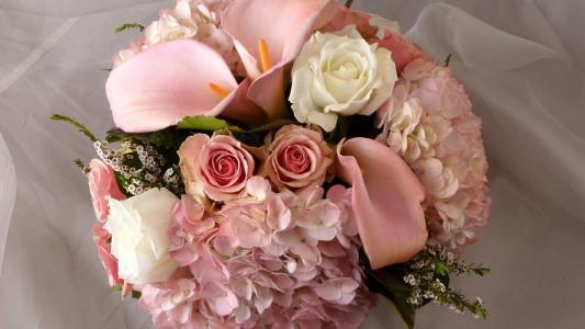 与玫瑰的婚礼花束