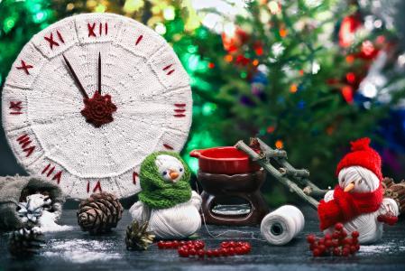 与雪人制作的圣诞钟