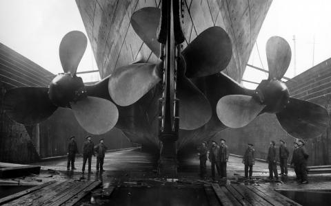 巨大的泰坦尼克号螺丝