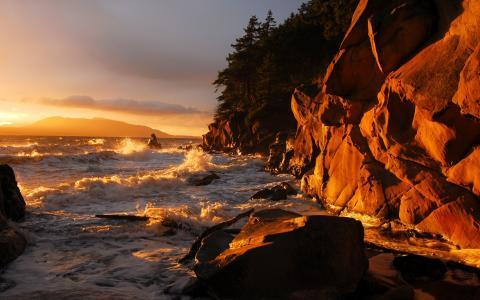太阳的最后一缕照亮岸边