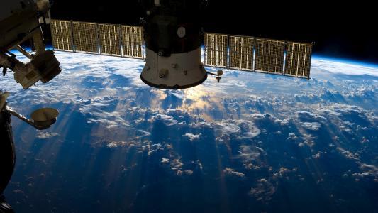 地球上方的卫星