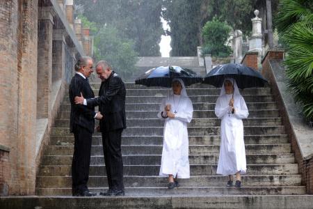 僧人在雨中