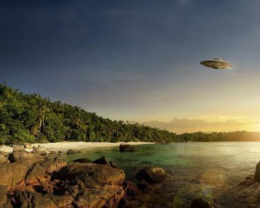飞碟在湖面上
