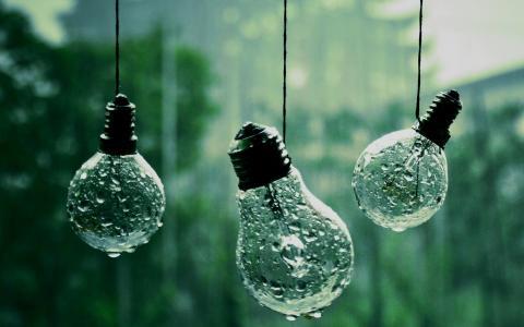 在绳索上的湿灯