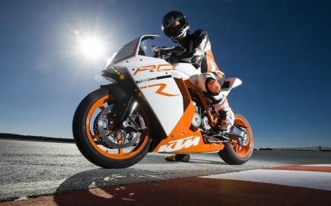 太阳驾驶摩托车