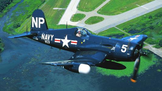 飞机F4U