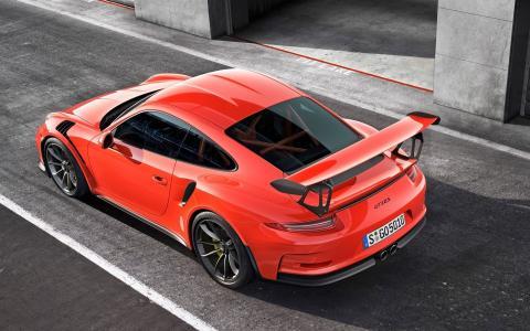 浅红色保时捷911 GT3 RS