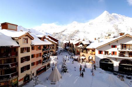 在Les弧,法国滑雪胜地的城市街道