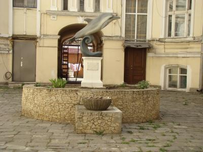 对海豚傲德萨的纪念碑
