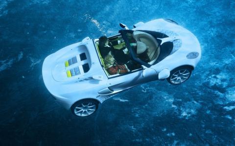 在水下驾驶