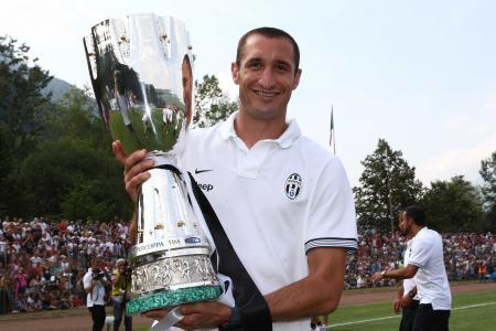 尤文图斯Giorgio Chiellini最佳球员奖杯