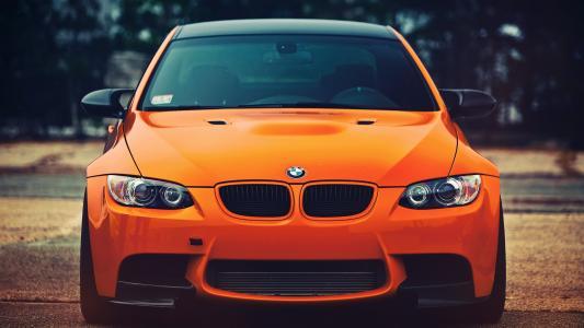 明亮的橙色汽车宝马