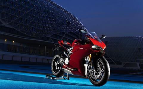 红色摩托车杜卡迪