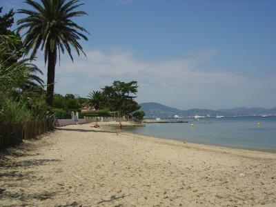 法国圣特罗佩度假胜地的海滩